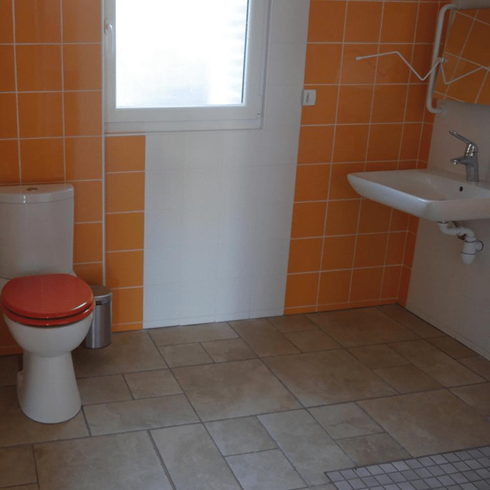 Salle d'eau accès personnes à mobilité réduite